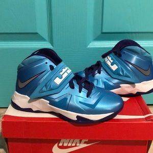Nike Lebron Soldier VII
